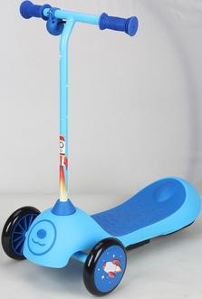 Электросамокат детск.с аккум.бат. 6V, 4,5 AH, мотор 30 Ватт. стальная рама, скорость до 3,5 км/ч. цвет: голубой, размер самоката 61*32*65 см.